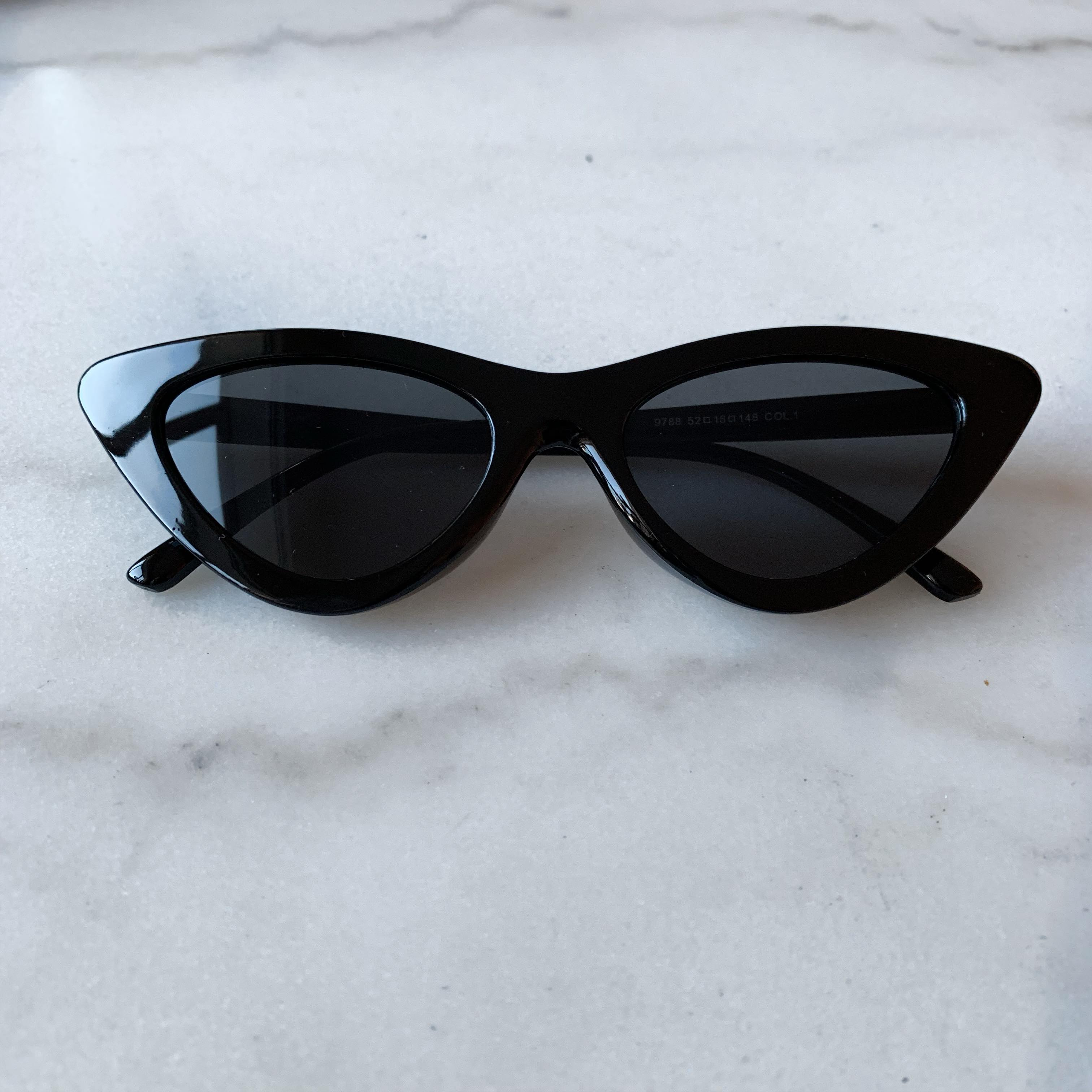 Image of   Granny Sunglasses - Sort